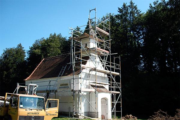 Gerüst an Kirche