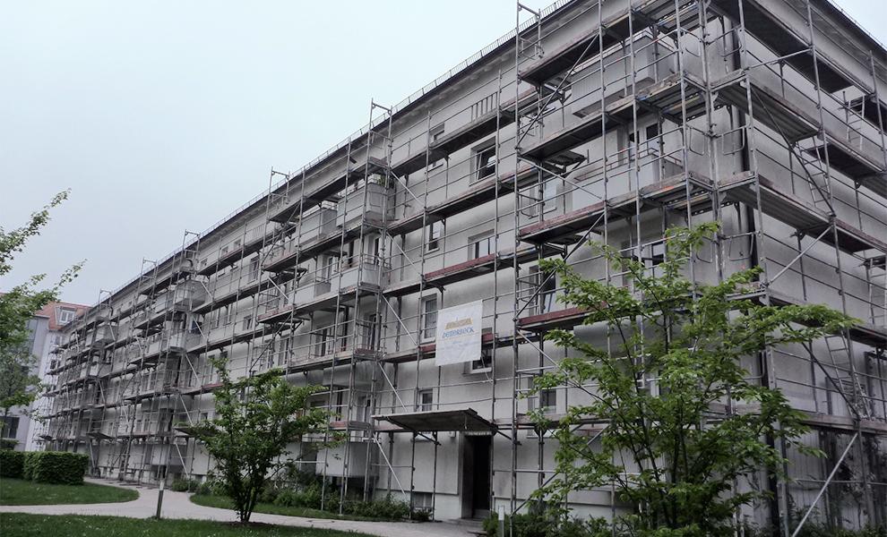 Klassisches Fassadengerüst an einem Gebäude